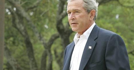 George W. Bush vuonna 2005 otetussa arkistokuvassa maatilallaan.