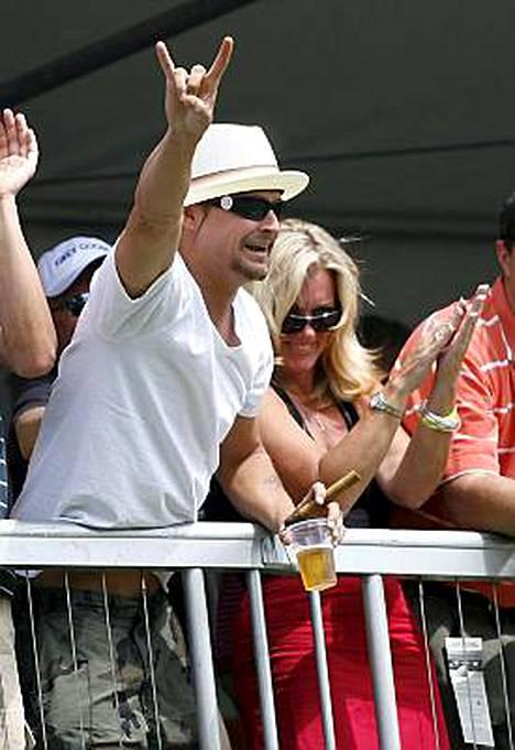 Rokkari Kid Rock iskee ex-vaimo Pamela Andersonia arkaan paikkaan tuoreen biisinsä sanoituksissa.
