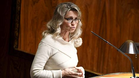 KD:n Päivi Räsänen kantaa huolta siitä, että koronapassi tarkoittaisi yksilönoikeuksiin kajoamista.