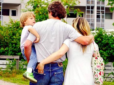 Ruotsalaistutkijoiden mukaan isäksi tulemisella on myönteinen vaikutus miehen urakehitykseen.