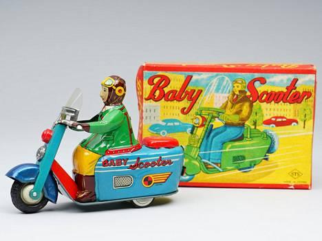 Baby scooter huutokaupattiin Helanderin huutokaupassa 860 vasarahintaan.