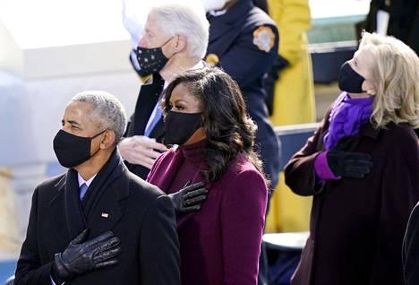 Entiset presidentit Barack Obama ja Bill Clinton puolisoineen virkaanastujaisissa.