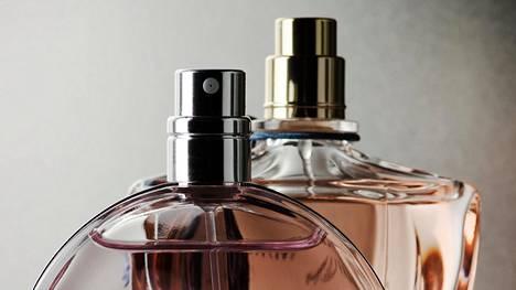 Lähtökohtaisesti miehet kokevat eroottiseksi pehmeät, hienostuneet, samettiset tuoksut. Ammattilainen listaa parhaat ainesosat.