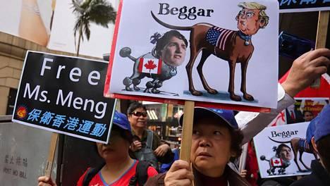 Mielenosoittajat vaativat Meng Wanzhoun vapauttamista.