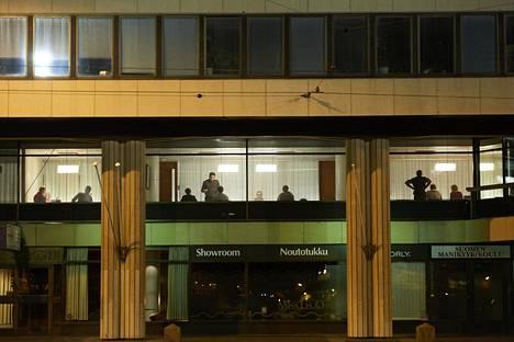 Neuvottelijat näkyivät ikkunoista Eteläranta 10:ssä vuonna 2011.