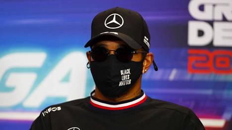 Lewis Hamilton ei ymmärrä Vitali Petrovin valintaa F1-tuomariksi.