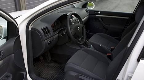Kulutustestattu käytetty diesel-Golf ei yllättäen pärjännyt uudelle töpselittömälle hybridiautolle kunnolla edes maantiellä. Hankintahintaeroa testissä olleilla autoilla oli kuitenkin huomattavasti, eli siltä osin vertailuasetelma ei luonnollisesti ollut reilu.