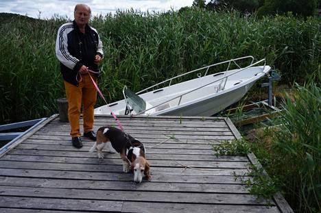 Tamminen ja Sissi-koira.