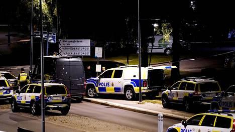 Poliisiautoja rikospaikalla Göteborgissa.
