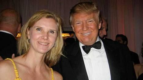 Kristiina Helenius tapasi tosi-tv-tähti Donald Trumpin cocktail-kutsuilla vuonna 2011.