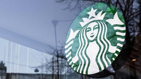 Helsingissä Starbucksin löytää Esplanadin ja Keskuskadun kulmauksesta.