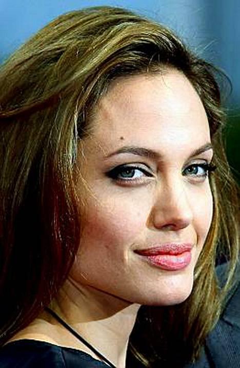 Tähdet myyvät oikeudet vauvakuviin jo ennen lapsen syntymää. Kovin kysyntä on Angelina Jolien tulevista vauvoista.
