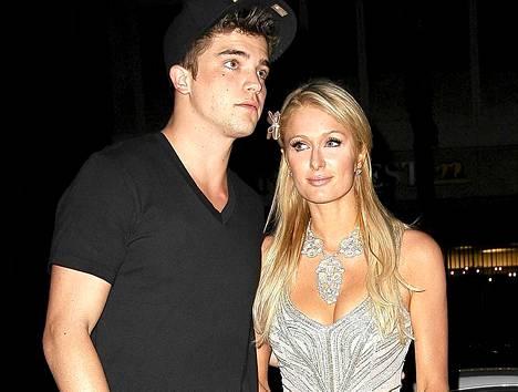 Paris Hilton on antanut julkisesti tukensa Barack Obamalle. Liekö suomalaispoikaystävä River Viiperi samoilla linjoilla?