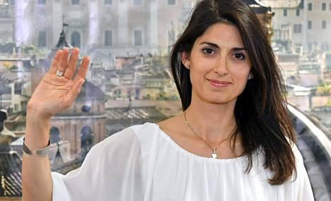 Rooman uudeksi pormestariksi valittiin Virginia Raggi.