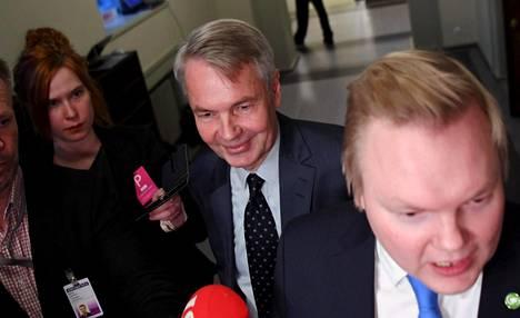 Ulkoministeri Pekka Haavisto (vihr) kiersi torstaina eduskuntaryhmien kokouksissa.