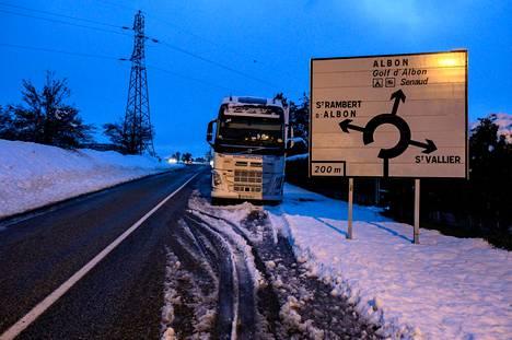 Lumimyräkkä on sotkenut Ranskan liikennettä.