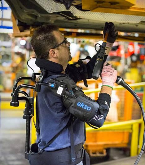 Ekso Bionics -yhtiön liivejä käytetään tällä hetkellä testiluontoisesti Fordin tehtaalla Yhdysvalloissa.