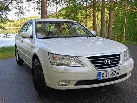 Sonatassa on ison auton ilme, mutta hinnat alkaen-versioissa saa ponnettoman moottorin.