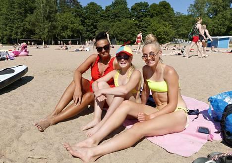 Pauliina Poukka-Niininen, Serfiina Niininen ja Petriina Niininen Rosendahlin rannassa Tampereella.