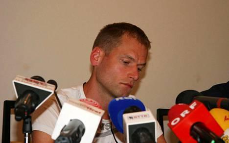 Kuvassa tuoretta dopingkäryään selittävällä Alex Schwazerilla on sama valmentaja kuin kuukauden kilpailukiellon dopingin käytöstä saaneella Liu Hongilla.