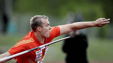 Ari Mannio heitti Äänekoskella 83,74.