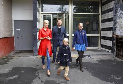 Navalnyit kävivät äänestämässä Moskovan pormestarivaalissa 2013. Navalnyi oli ehdolla.