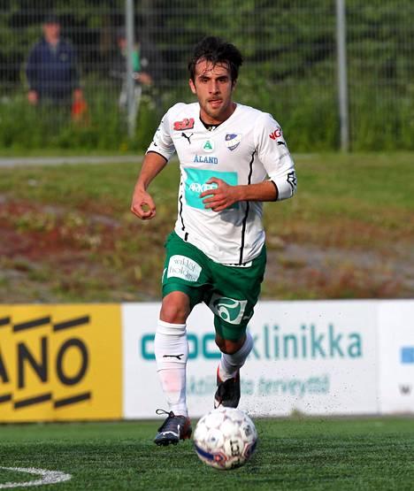 Bernardo Ribeiro pelasi IFK Mariehamnissa 2013–2014.