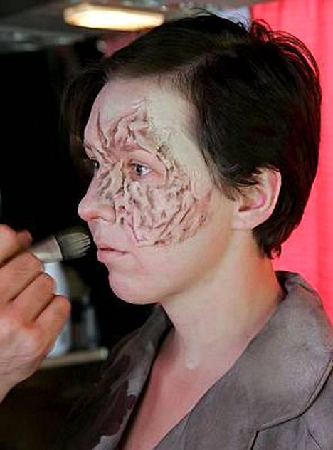 Tältä toimittaja Paula Haarala näytti maskeerauksen alkumetreillä.