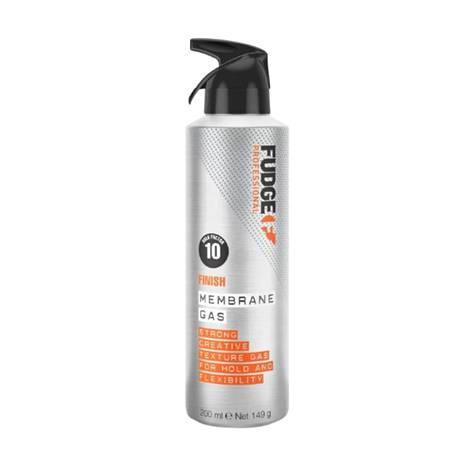 Fudge Membrane Gas -hiussuihketta voi käyttää kolmeen tarkoitukseen: tuomaan tekstuuria hiuksiin, kiharoiden alle lisäämään pitoa tai vahvan hiuslakan tavoin valmiin kampauksen kiinnittämiseen, 26 €.