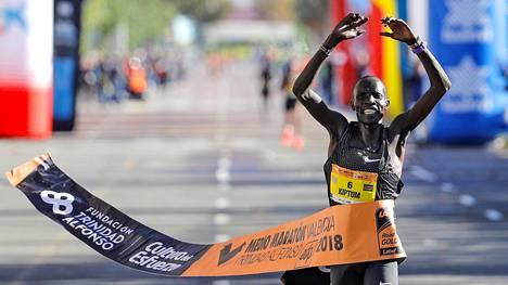 Abraham Kiptum voitti Valencian puolimaratonin.