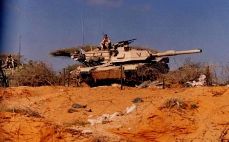Raskaat Abrams-taistelupanssarivaunut tuotiin Somaliaan suojaamaan amerikkalaisten vetäytymistä maaliskuussa 1994.
