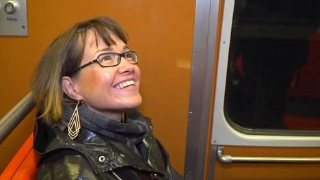 Länsimetron ensimmäinen arkiaamu ruuhkineen on sujunut hyvin – henkilöauto ei vaihtunut metroon