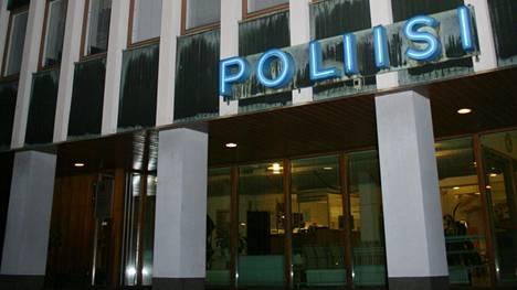 Lounais-Suomen poliisilaitos ottaneensa kiinni henkilön, joka oli uhannut oppilaitoksensa räjäyttämisellä Porissa. Kuvassa Porin poliisitalo