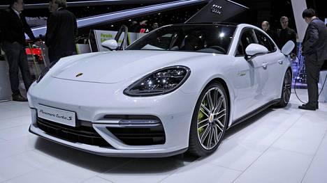 Eniten merkkiuskollisuuttaan kasvatti Porsche. Vetovoimaisin automerkki on tutkimuksen mukaan puolestaan Jaguar.