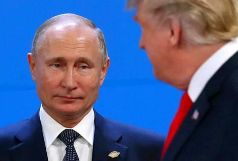 Toimittaja Andrei Kolesnikovin mukaan Putinin puheeseen sisältyi myös sanoja, jotka oli osoitettu eräälle tietylle henkilölle Yhdysvalloissa. Tällä hän ilmeisestikin tarkoitti presidentti Donald Trumpia.