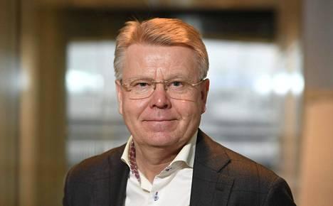 Työttömyyskassat maksavat 5,5 prosenttia työttömyysturvasta. EK:n toimitusjohtaja Jyri Häkämies ihmettelee, miksi valtio maksaa nyt 40 miljoonalla eurolla palkansaajien osuutta.