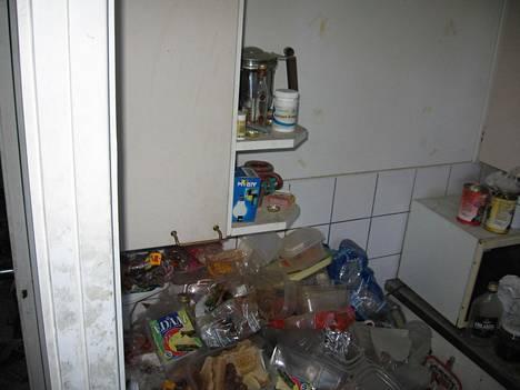 Asunnon omistaja joutui remontoimaan asunnon lattiasta kattoon.