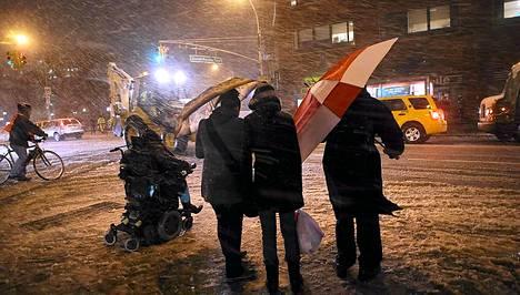 Ankara lumisade alkoi piiskata Manhattanin Union Squaren aluetta keskiviikkoiltana.