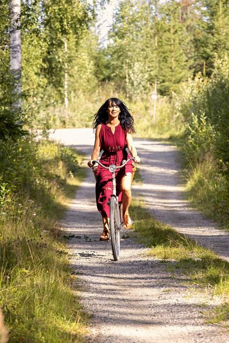 Jokikunnas nähdään ensi viikolla Nelosella alkavassa Farmi Suomi -ohjelmassa juontajana. Siinä Jokikunnas on perinteisemmässä juontajan roolissa.