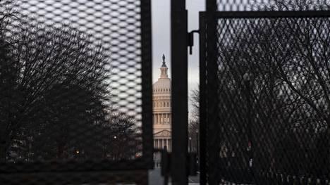 Washingtonissa turvatoimia on kiristetty loppiaisen mellakan ja Joe Bidenin tulevien virkaanastujaisten vuoksi.