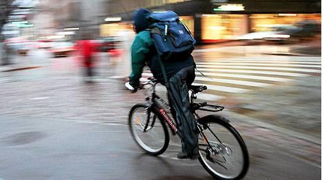 Liiallinen panostus polkupyöräilyyn kismittää Autoliiton Helsingin osastoa.