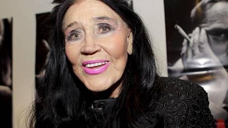 Kirsti Paakkanen kuvattuna vuonna 2012. Hän täyttää tiistaina 90 vuotta.