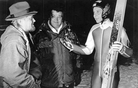 Heimo Harjula, Matti Nykänen ja Mike Sierra Jyväskylässä tammikuussa 1991.