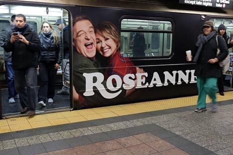 Roseanne-sarjan uutta tulemista mainostettiin viime keväänä näkyvästi, muun muassa New Yorkin metrossa.