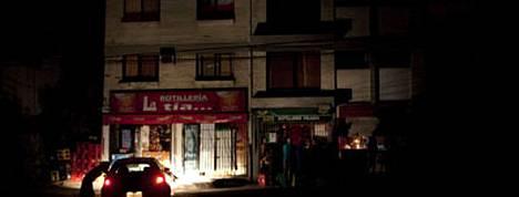 Santiagoa valaisivat tuntien pimennyksen aikana vain autojen valot, öljylyhdyt, kynttilät ja taskulamput.
