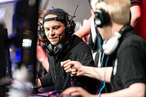 """Aleksi """"Aleksib"""" Virolainen puolustaa HAVU-joukkueen kanssa Pohjoismaiden mestaruutta Counter-Strikessa."""
