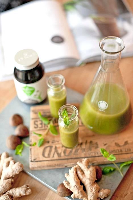Vegaanipariskunnan keittiötilassa valmistuvat muun muassa smoothiet.