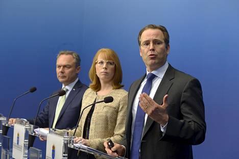 Ruotsin opetusministeri Jan Björklund (vas.), elinkeinoministeri Annie Loof (kesk.) ja valtiovarainministeri Anders Borg.