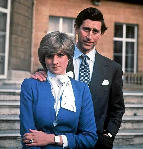 Lady Diana Spencer ja prinssi Charles kihlajaiskuvassaan 24 helmikuuta 1981.