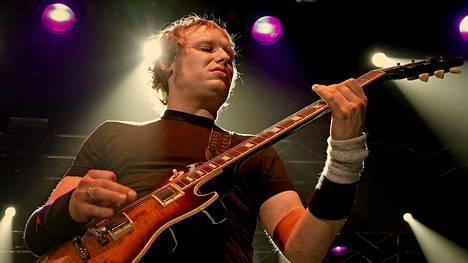 3 Doors Downin perustajajäseniin kuulunut kitaristi Matt Roberts on kuollut.